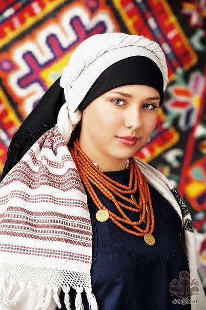 Жіночі головні убори Східного Поділля кінця ХІХ-ХХ ст. 7a6ce61cdc6fd
